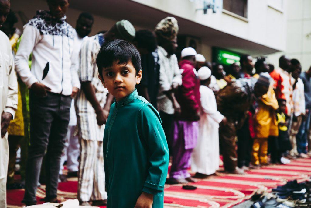 AGC Andreia Carvalho - 04 JUNHO  2019 - PORTUGAL - Mem Martins - Tapada das Merces - ACITMMM - ASSOCIACAO COMUNIDADE ISLAMICA DA TAPADA DAS MERCES E MEM MARTINS - Os residentes celebram o final do Ramadao na pequena mesquita, uma garagem alugada para o efeito. Ja ha projecto para construcao de um novo centro comunitario que inclui uma mesquita.